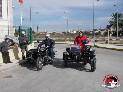 Carlos y Antonio con amigos en primero paseo a sus caballos de hierro a Valencia
